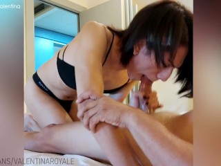 shemale fucks the pizza delivery stud