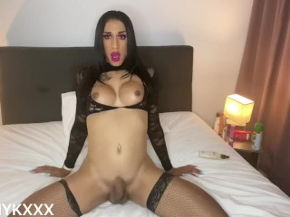 Hot NZ trans bitches plays with herself (CUMS)