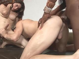ladyboy ADRIANA RODRIGUES & PERLA LINS MONSTER FUCKING rod